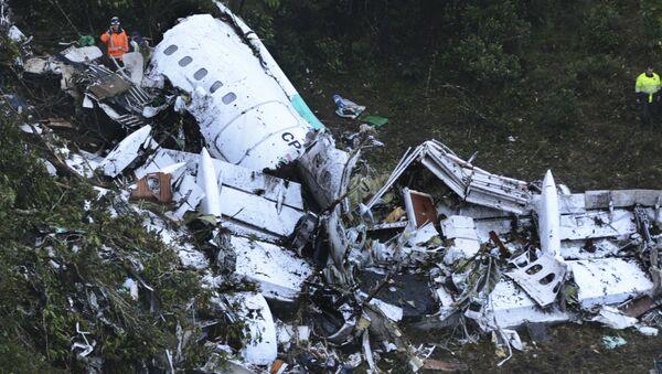 Спасатели  на месте крушения  самолета в Колумбии - Sputnik Абхазия