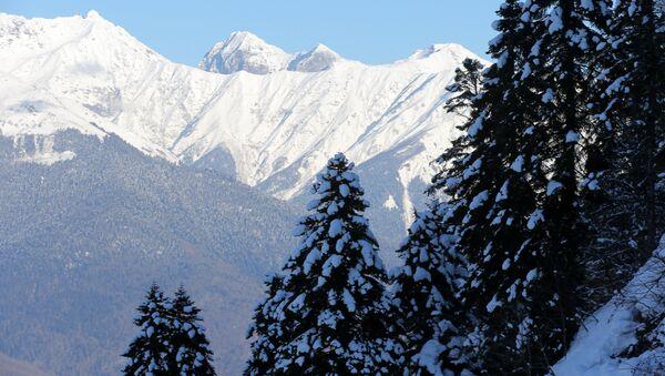 Вид на Главный Кавказский хребет - Sputnik Абхазия