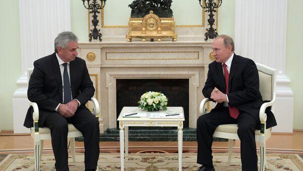Президент РФ В. Путин встретился с президентом Абхазии Р. Хаджимбой - Sputnik Аҧсны
