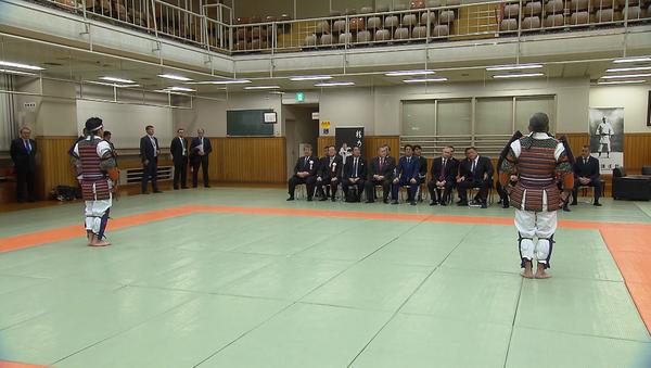 Путин и Абэ наблюдали за поединком по дзюдо в центр Кодокан в Токио - Sputnik Абхазия