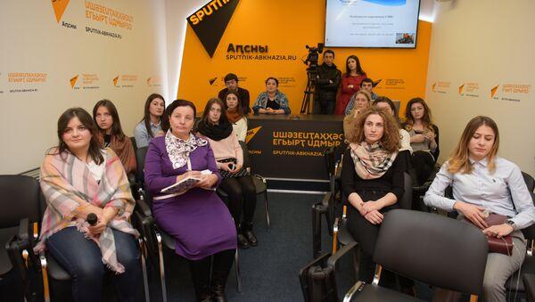 День открытых дверей для студентов факультета журналистики АГУ прошел в Sputnik Абхазия - Sputnik Абхазия