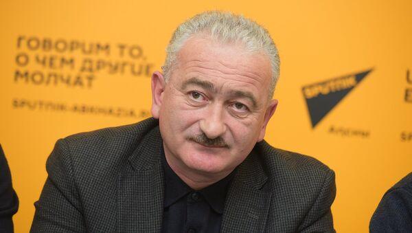 Тимур Джинджолия на ПК с городскими службами Сухума - Sputnik Абхазия