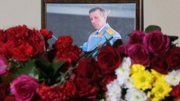 Цветы в память о погибших в крушении самолета Ту-154 Минобороны РФ - Sputnik Абхазия