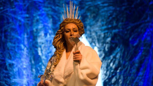 Новогодний спектакль Хроники зазеркалья в РУСДРАМе - Sputnik Абхазия