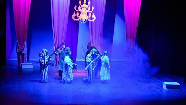 Спектакль Снежная королева в абхазском драмтеатре в Сухуме - Sputnik Абхазия
