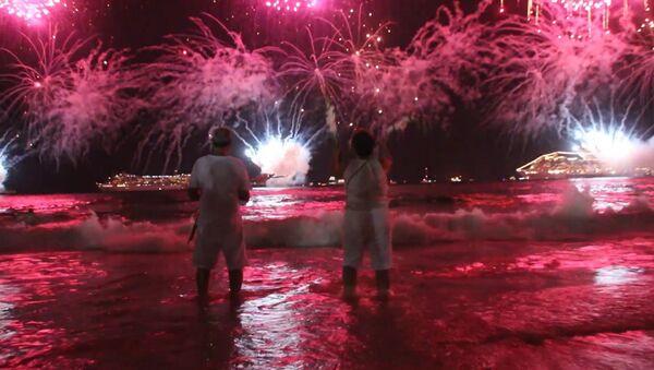 Салюты, новогодние купания и праздничные шоу – как в мире встретили 2017 год - Sputnik Абхазия
