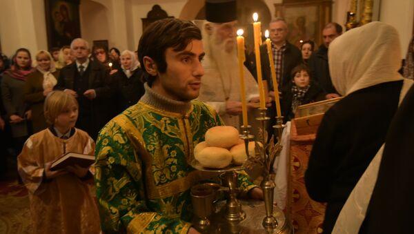 Рождественская служба в соборе Благовещения Пресвятой Богородицы в Сухуме - Sputnik Абхазия