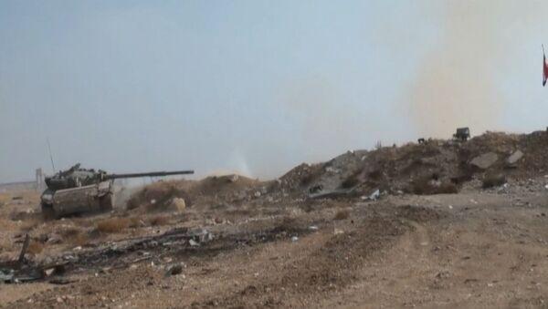 Наступление сирийской армии на боевиков в пригороде Дамаска: кадры боев - Sputnik Абхазия