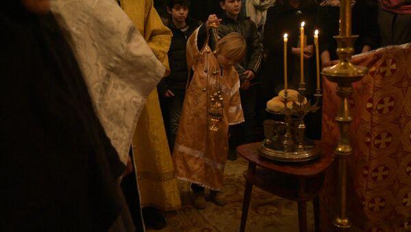 Благодать в рождественскую ночь: кадры богослужения в Сухуме - Sputnik Абхазия