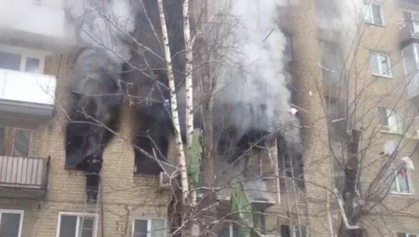 Густой черный дым валил из окон квартир в Саратове после взрыва бытового газа - Sputnik Абхазия