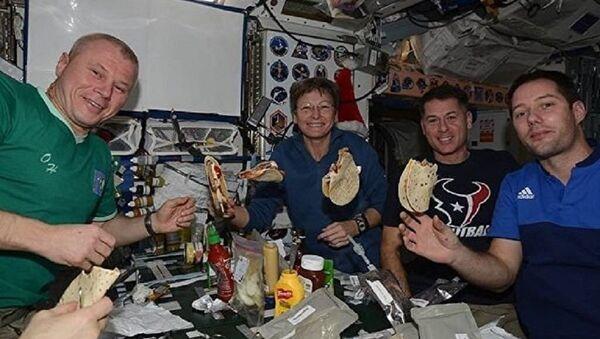 Космонавт Олег Новицкий показал быт на МКС через Instagram - Sputnik Абхазия