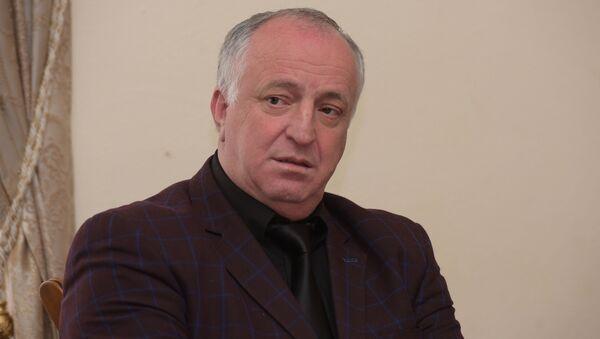 Лев Квициния на совещании по вопросу перезахоронения останков воинов Советской Армии в администрации президента - Sputnik Абхазия