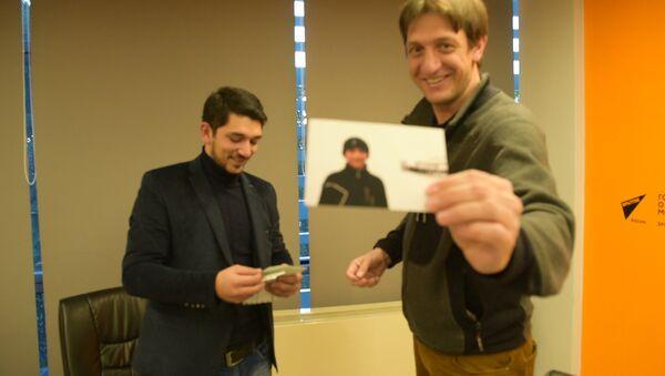Ты на фото! Похож!: встреча сухумчанина и оператора из Москвы спустя 10 лет - Sputnik Абхазия