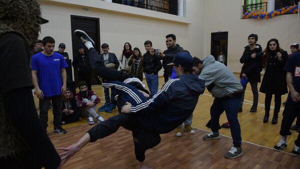 Баттлы, свисты и ура: как проходил Чемпионат брейкеров в Сухуме - Sputnik Абхазия