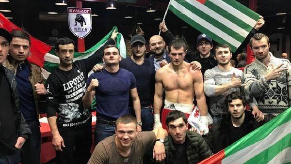 Боксер Батал Чежия выиграл рейтинговый бой среди профессионалов в Краснодаре - Sputnik Абхазия
