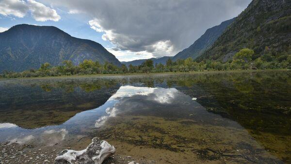 Мыс Кырсай и Южный берег Телецкого озера в Республике Алтай - Sputnik Абхазия