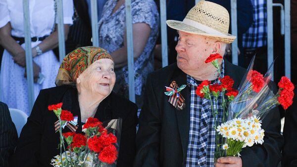 Семья Артюх на праздновании годовщины Победы в ВОВ - Sputnik Абхазия