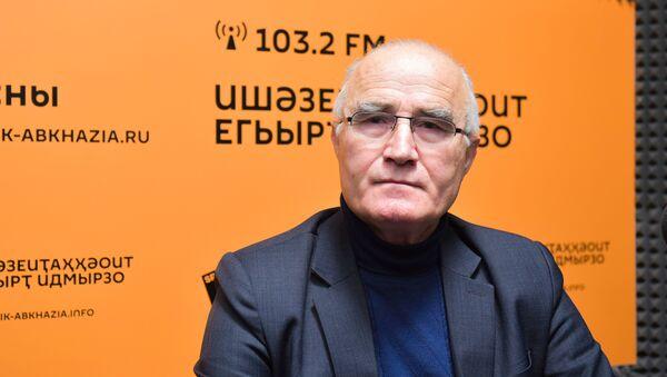 Аԥсны аботаникатә институт адиректор, аҵарауаҩ Едуард Гәбаз - Sputnik Аҧсны