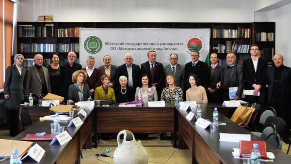 Круглый стол для представителей прессы в АГУ - Sputnik Абхазия