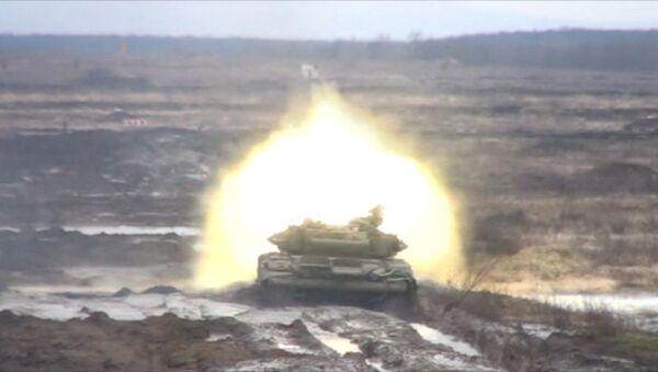 Тяжело в учении: танки обстреляли вертолеты под Ростовом - Sputnik Абхазия