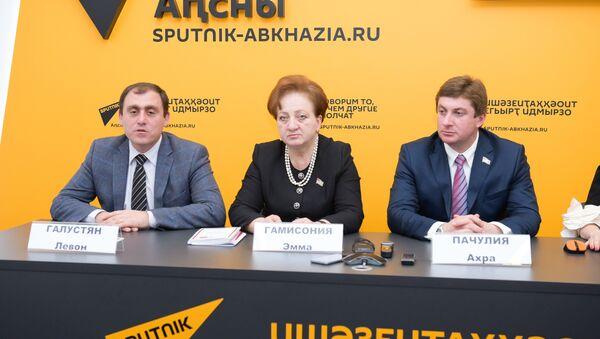 Аԥсны Апарламент алахәылацәа Ашьха Ҟарабах имҩаԥысуаз ареферендум иалахәын - Sputnik Аҧсны