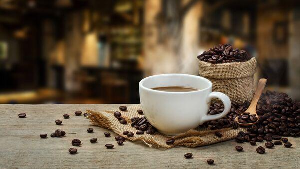 Чашка кофе с кофейными зернами - Sputnik Аҧсны