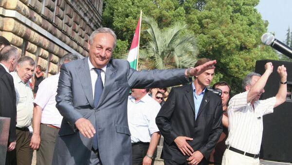 26 августа 2008 года - день, когда Россия признала независимость Абхазии. Сергей Багапш пришел на площадь Свободы в Сухуме, где тысячи граждан республики ликовали, узнав о признании.  Read more: http://sputnik-abkhazia.ru/photo/20150304/1014043201.html - Sputnik Абхазия