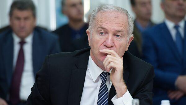 Автандил Гарцкия на заседании кабмина об исполнении Республиканского бюджета - Sputnik Абхазия