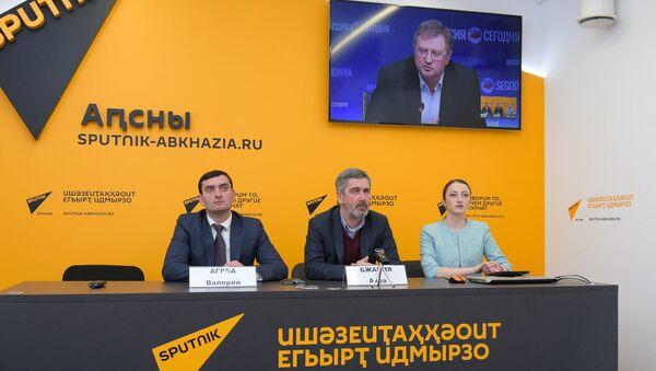 Видео-мост Москва-Сухум по вопросу выборов в Народное Собрание РА - Sputnik Абхазия