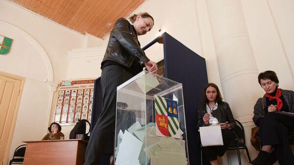 Парламентские выборы в Абхазии на избирательном участоке №3 шестого округа - Sputnik Абхазия
