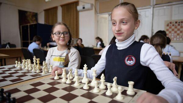 В сухумских общеобразовательных школах начали работу шахматные кружки в рамках реализации программы Администрации города Сухум  Мой выбор – здоровье - Sputnik Абхазия
