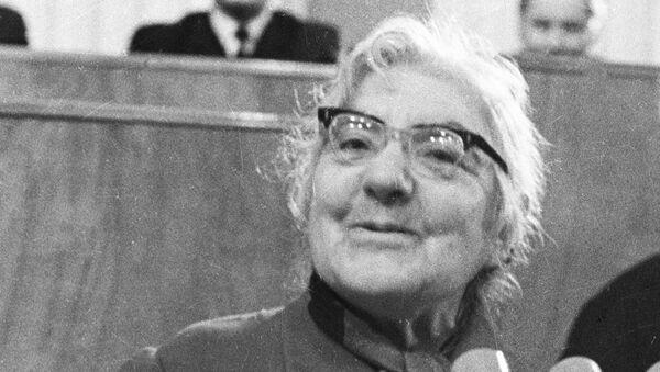 Советская писательница Мариэтта Шагинян - Sputnik Абхазия