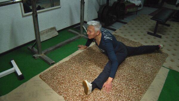 Болоту Мамбеталиеву 80 лет, он работает персональным фитнес-тренером - Sputnik Абхазия