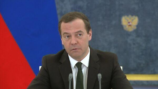 Медведев отчитал Ткачева за опоздание - Sputnik Аҧсны