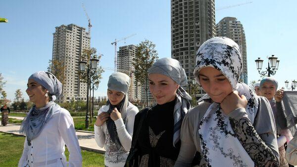 Урыстәыла Афедерациа Апрезидент ипресс-маӡаныҟәгаҩ Дмитри Песков аҳәамҭа ҟаиҵеит ашколқәа рҟны ахьиџьаб аныҟәгара иазку - Sputnik Аҧсны