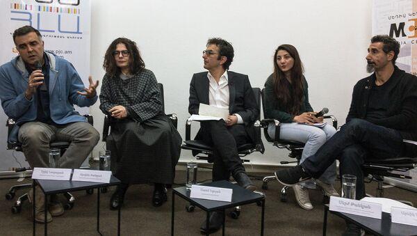 Члены организации  организации Гражданин-наблюдатель Эрик Назарян, Арсине Ханджян, Атом Эгоян и Серж Танкян - Sputnik Абхазия