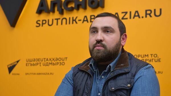 Пресс-конференция с Султаном Хамзаевым о воспитании здорового поколения - Sputnik Абхазия