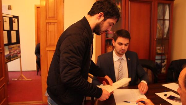 Под осетинскую музыку и фотографируясь: как голосовали осетины в Абхазии - Sputnik Абхазия