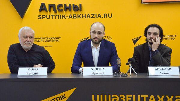 Пресс-конференция о премьере спектакля Пять вечеров - Sputnik Абхазия