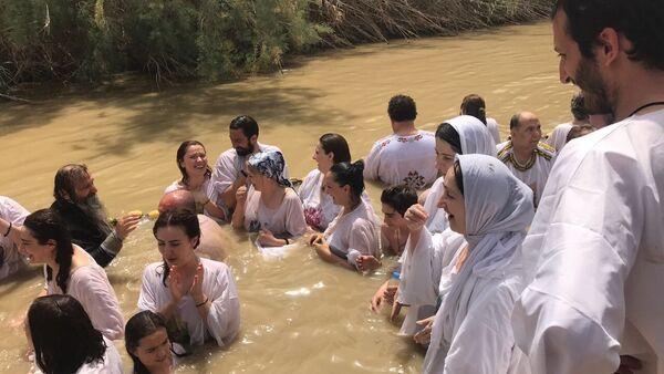 Абхазские палмники окунулись в реку Иордан - Sputnik Абхазия