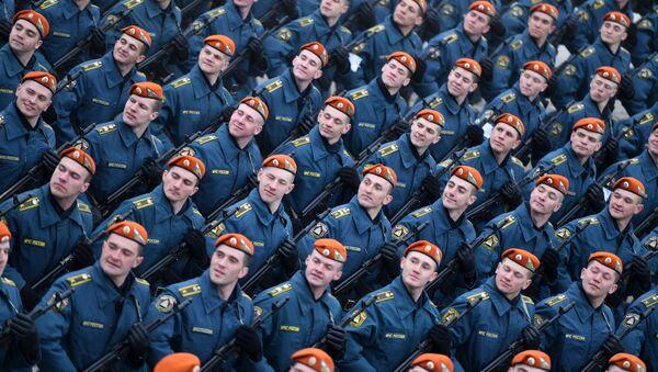 Совместные тренировки сводного парадного расчета, механизированной колонны и авиации Парада Победы - Sputnik Абхазия