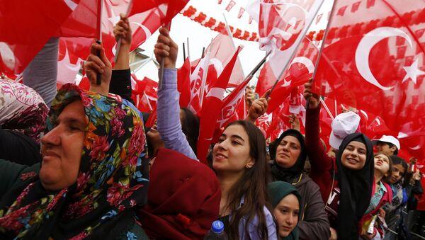 Сторонники Эрдогана на митинге в поддержку референдума - Sputnik Абхазия