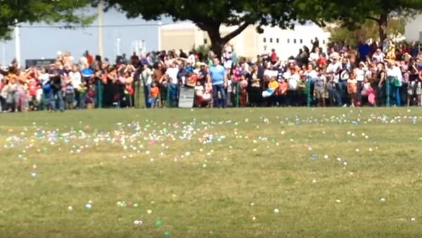 Пасхальные яйца с неба: пять тысяч яиц сбросили с вертолета в США - Sputnik Абхазия