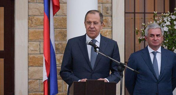 Глава МИД РФ Сергей Лавров на открытии посольства России в Абхазии - Sputnik Абхазия