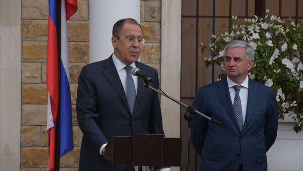 Лавров поздравил с новосельем российских дипломатов в Абхазии - Sputnik Абхазия