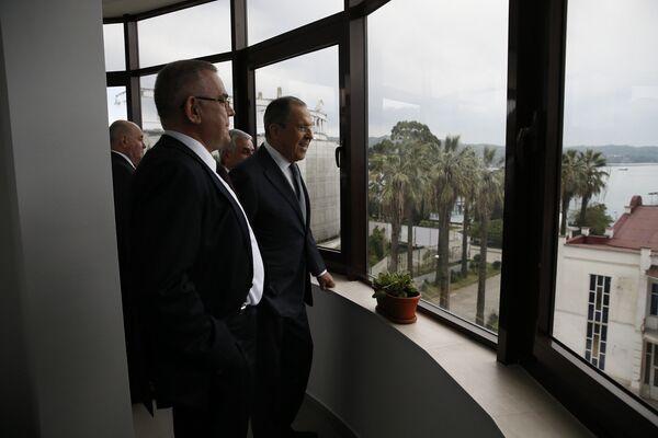 Министр иностранных дел РФ Сергей Лавров во время визита в Абхазию - Sputnik Абхазия