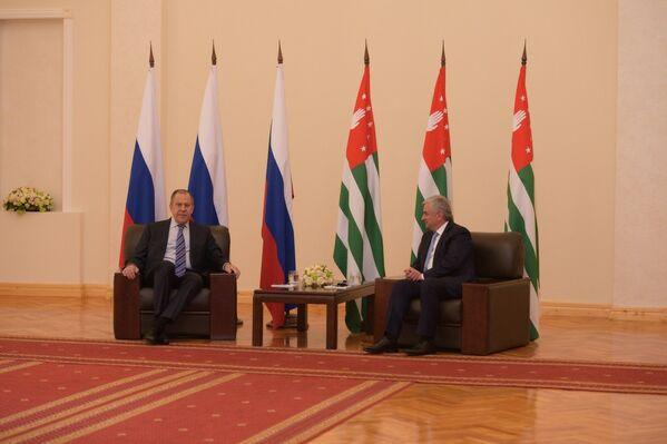Встреча президента Рауля Хаджимба с Главой МИДа России Сергеем Лавровым - Sputnik Абхазия