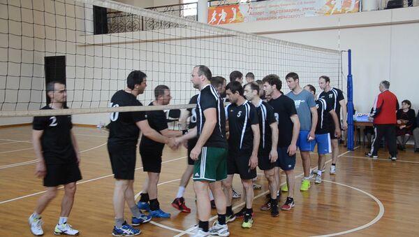 Турнир по волейболу памяти Эдуарда Пилия начался в Сухуме - Sputnik Абхазия
