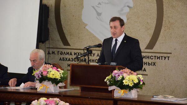 Круглый стол в честь юбилея абхазского поэта Баграта Шинкуба - Sputnik Абхазия