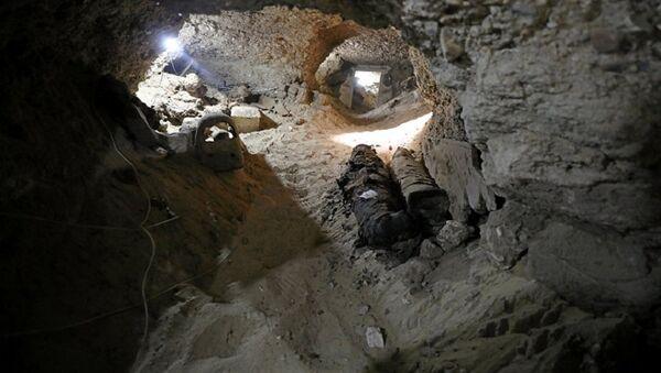 Археологи нашли 17 мумий в подземной усыпальнице в центральной части Египта - Sputnik Абхазия